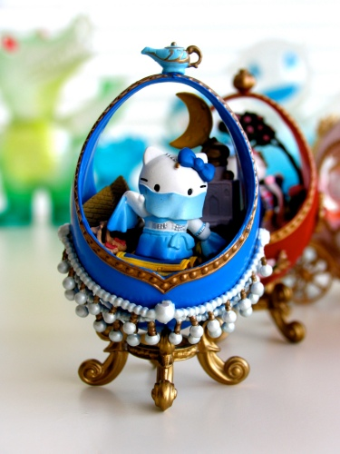 Hello Kitty Eggs Arabian Dancer